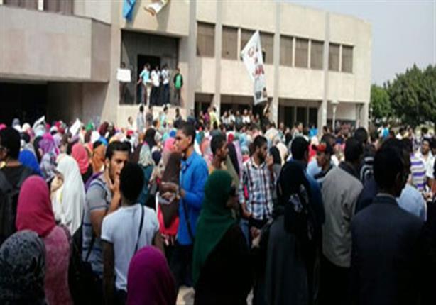 طلاب فنون جميلة ينهون وقفتهم الاحتجاجية بعد تحويل الدكتور المتحرش لمجلس تأديب