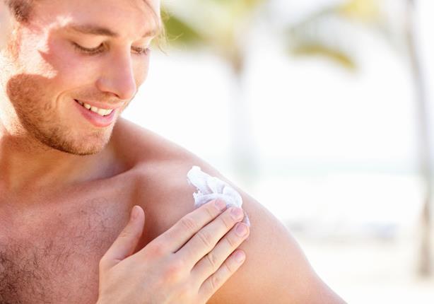 مستحضرات الوقاية من أشعة الشمس تهدد خصوبة الرجل!