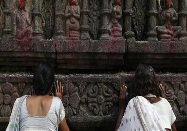 امرأة ثالثة تنجح بدخول معبد هندوسي رغم غضب المتشددين في الهند