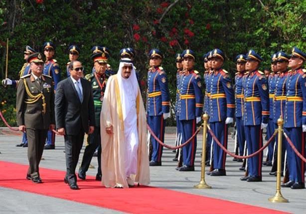 الرئيس السيسي يستقبل الملك سلمان بمطار شرم الشيخ