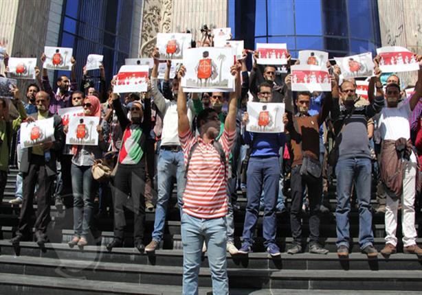 """اقتحام الداخلية لنقابة الصحفيين.. """"دولة"""" تتناوب على جسد صاحبة الجلالة - (تقرير)"""
