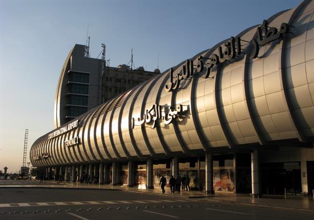 """ضبط راكبة كندية حاولت تهريب 200 أمبول """"ترامادول"""" بمطار القاهرة"""