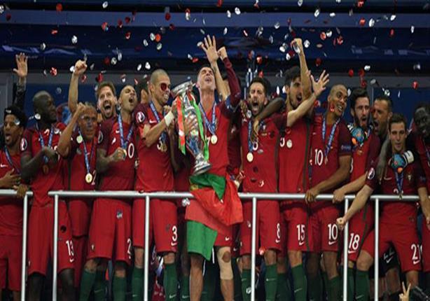 رئيس البرتغال يمنح وسام الشرف لرونالدو وزملائه بعد الفوز باليورو