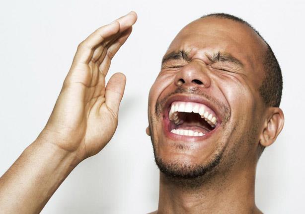 دراسة علمية تؤكد.. كثرة الضحك تميت القلب فعلاً