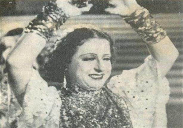 صورة نادرة تجمع بديعة مصابني بمحمد فوزي وتحية كاريوكا