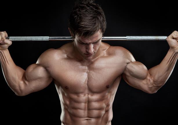 7 طرق تساعدك في الحصول على عضلات بطن مقسمة