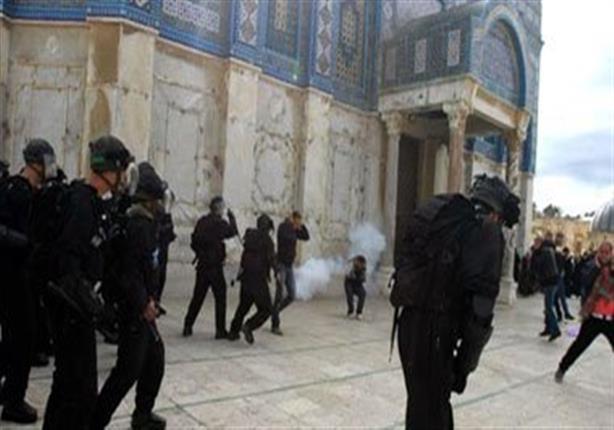 61  مستوطنا يهوديا وعناصر مخابرات إسرائيلية يدنسون المسجد الأقصى