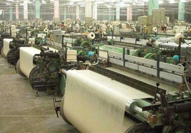 الحكومة تنفي إجبار العاملين بشركات الغزل والنسيج على المعاش المبكر
