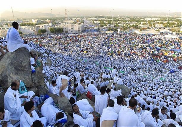 المشعر الحرام يكتسى باللون الأبيض.. والعربى يطمئن على الحجاج المصريين
