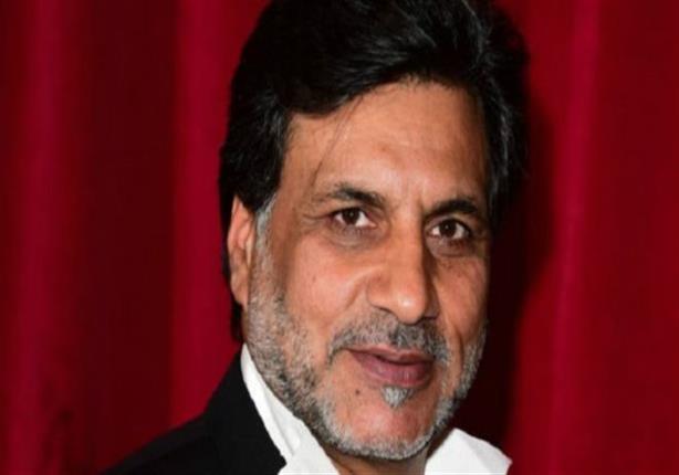 طرد ممثل باكستاني من مسلسل بريطاني شهير بسبب ''تغريدات عنصرية''عن الهنود