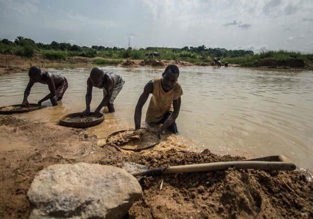 البحث عن الألماس في سيراليون - (قصة مصورة)