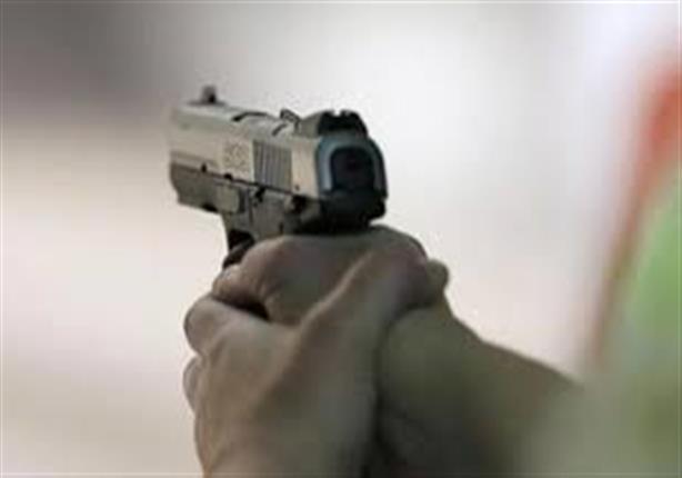 """النيابة تُحقق في مقتل سائق برصاصة ضابط.. والكاميرات: أصدقاء الضحية حاصروه بـ """"الشوم"""""""