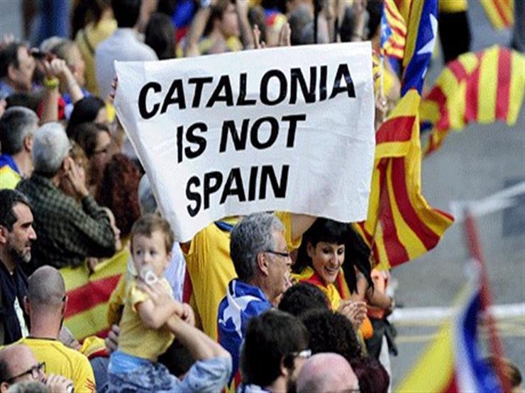 رئيس إقليم كتالونيا يدلي بصوته في استفتاء الاستقلال عن إسبانيا