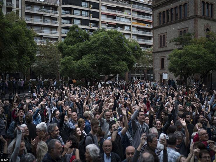 حكومة كتالونيا: 73% من مراكز الاقتراع مفتوحة وتعمل
