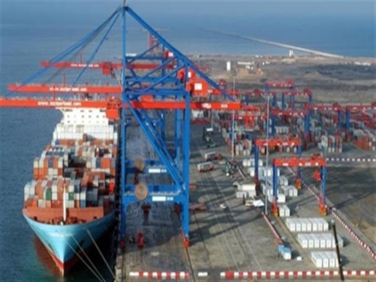موانئ بورسعيد تستقبل 26 سفينة حاويات وبضائع