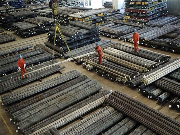 تاجر: شركات الحديد تخفض أسعارها 150 جنيها بعد نزولها عالميا