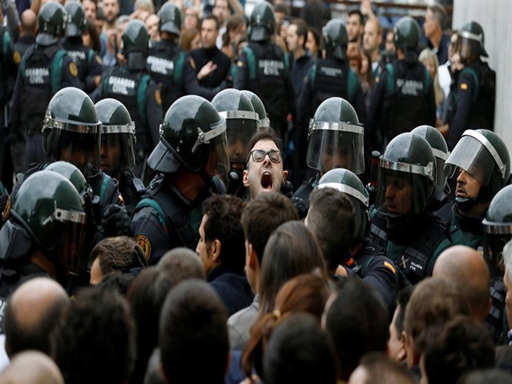 حكومة كتالونيا: عدد مصابي الاشتباكات مع الشرطة يصل إلى 761 شخصًا