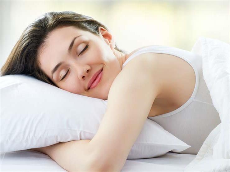 """قبل الذهاب للنوم.. """"ماسكات"""" للعناية بجمال بشرتك"""