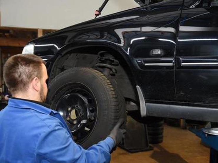 الهيئة الألمانية توضح عدد السنوات التي يجب بعدها تغيير إطارات السيارة
