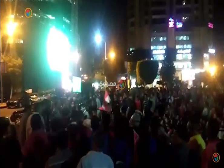 """عطل في شاشة عرض بالمهندسين أثناء مباراة مصر والكونغو.. واستبدالها بـ""""تليفزيون"""" (فيديو)"""