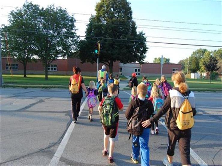 المشي للمدرسة يؤثر سلبًا على ذكاء طفلك.. والسبب..
