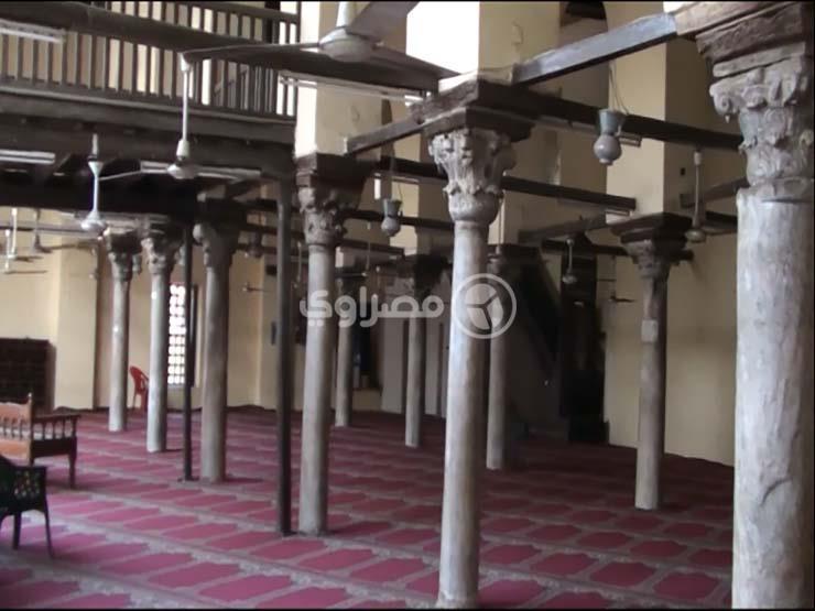 """طالب يسرق 3 آلاف دولار داخل مسجد: """"استنيت لما صاحبها ركز في الصلاة"""""""