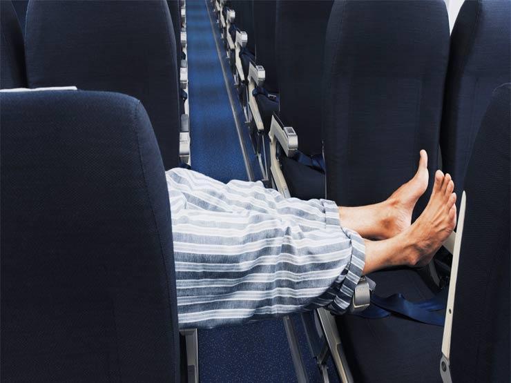 حيلة لحجز صف كامل بسعر مقعد في الطائرة