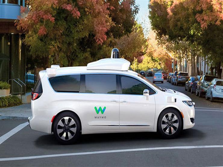 """سيارات """"وايمو"""" ذاتية القيادة تسير"""