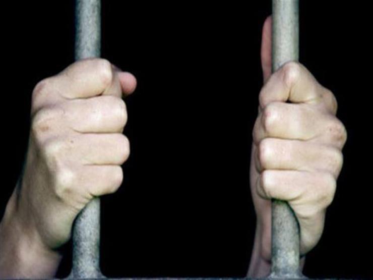السجن والغرامة لامرأة ماليزية سبت الإسلام والنبي داخل المسجد