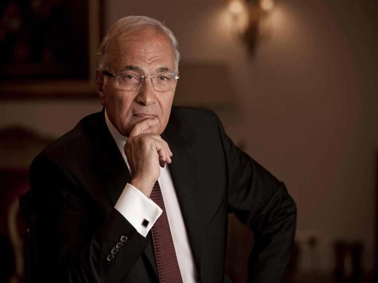 """بلاغ للنائب العام يتهم أحمد شفيق بـ""""الخيانة"""" بعد ظهوره على قناة الجزيرة"""