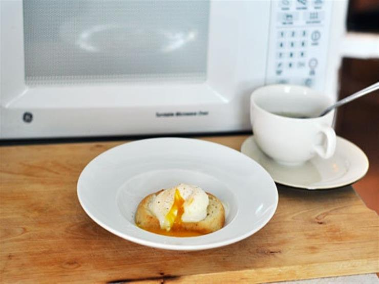 """دراسة علمية تحذر من تسخين البيض المسلوق داخل """"الميكرويف"""""""