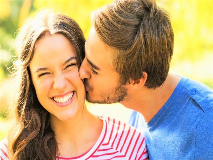 قد تكون صادمة.. 5 تأثيرات طبية تسببها القبلات