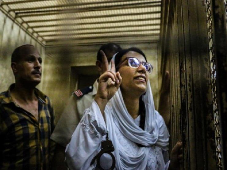 """الحبس عامين لـ""""ماهينور المصري"""" و3 سنوات لـ 4 نشطاء آخرين"""