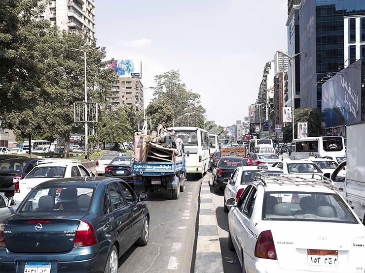 النشرة المرورية.. انتظام حركة سير السيارات بمحاور وميادين القاهرة والجيزة