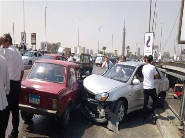 تصادم 3 سيارات يصيب كوبري أكتوبر بالشلل المروري