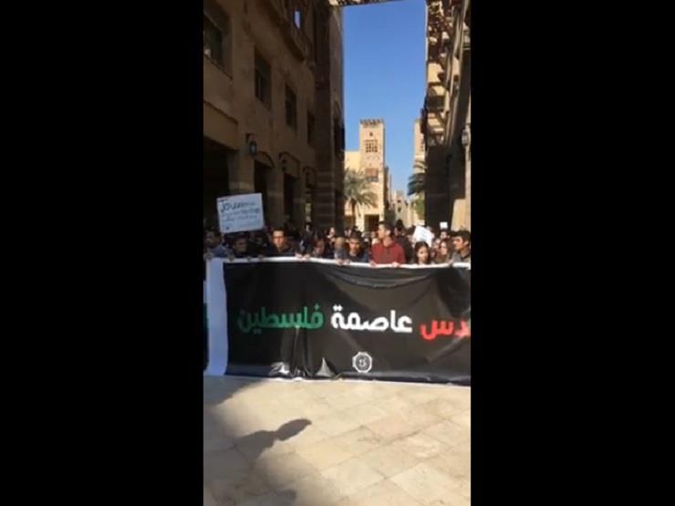 """بالفيديو.. طلاب الجامعة الأمريكية يهتفون: """"تسقط إسرائيل.. فين الأمة العربية"""""""