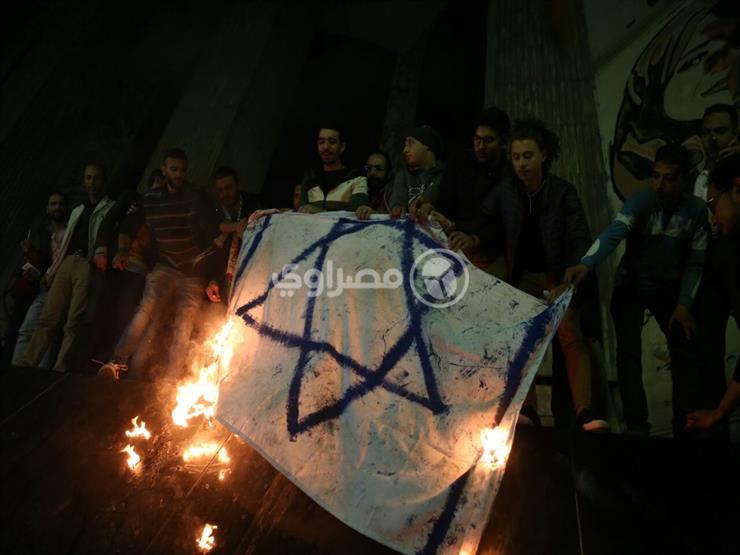 حرق علم أمريكا أمام نقابة الصحفيين تنديدًا بإعلان القدس عاصم...مصراوى