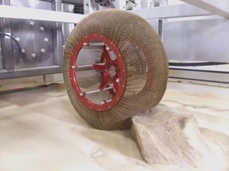 بالفيديو.. ناسا تبتكر إطارات للمركبات قادرة على السير بالمري...مصراوى