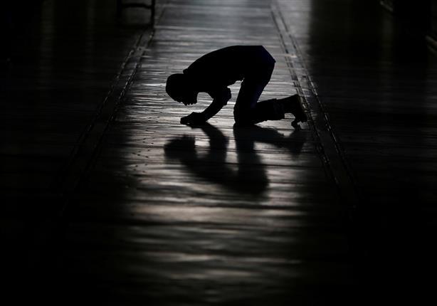 شاهد ماذا كان يحب رسول الله أن يفعل في صلاته