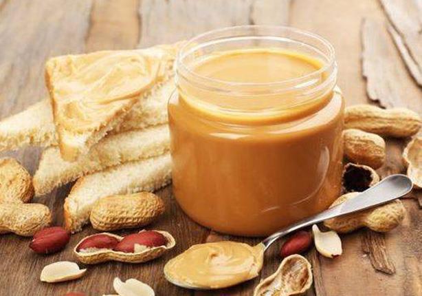 وجبة مثالية للإفطار.. 5 فوائد مذهلة لزبدة الفول السوداني