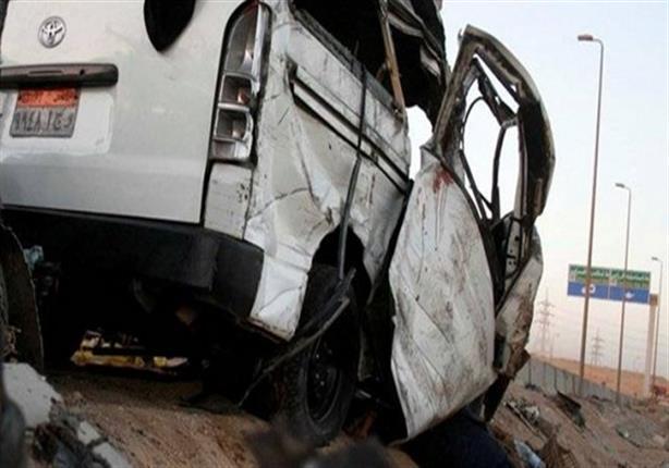 مصرع شخصين وإصابة 12 آخرين في انقلاب حافلة رحلات بأسيوط