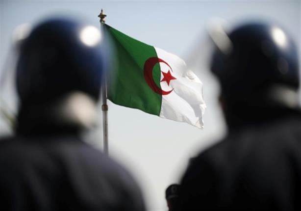 الشرطة الجزائرية تنسحب من باحة البريد المركزي بالعاصمة تحت ضغط المتظاهرين
