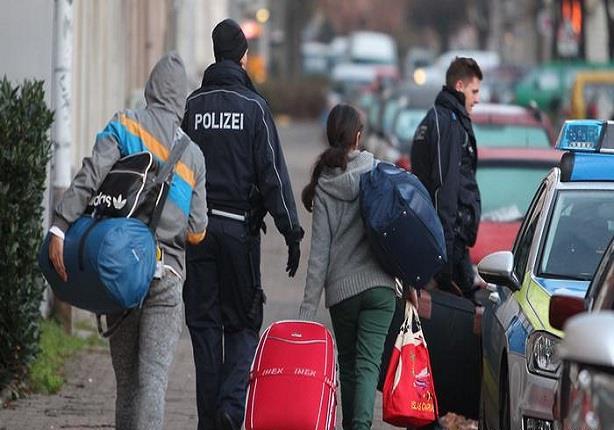 """هل تفتح """"التأشيرة الإنسانية"""" طريق اللجوء إلى أوروبا؟"""