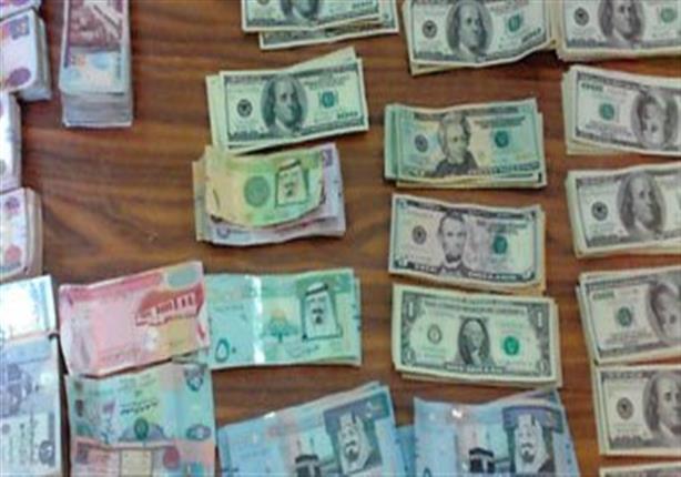 بحجم تعاملات ربع مليون دولار.. حبس متهم بالاتجار في العملة 4 أيام