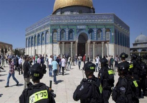 450 مستوطنا يقتحمون الأقصى بحراسة مشددة من الاحتلال الإسرائيلي
