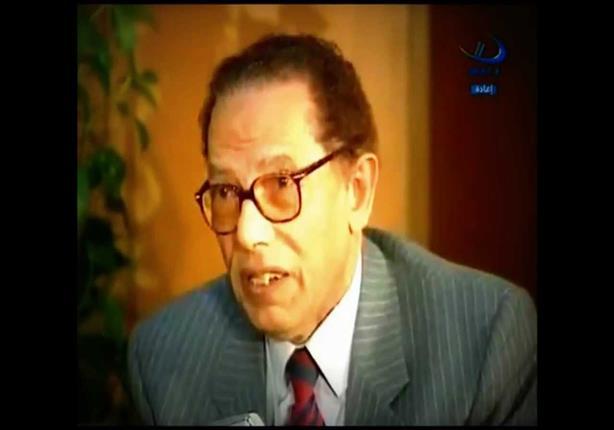 الدكتور مصطفى محمود يشرح لنا كيف بكون التزاوج فى النباتات؟