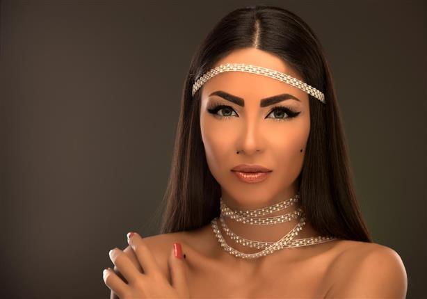 بالفيديو دوللي شاهين تتحدى الرقابة وتطرح أغنية ممنوعة