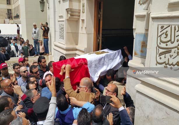 """دموع وهتافات وسيرة طيبة.. """"مصراوي"""" في جنازة العميد نجوى الحجار"""