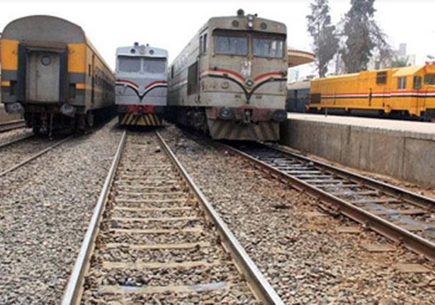 استئناف حركة القطارات بسوهاج بعد توقفها لسوء الأحوال الجوية