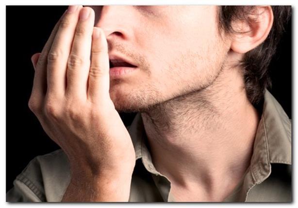كيف تتخلص من رائحة الفم الكريهة بعد تناول الفسيخ والرنجة؟